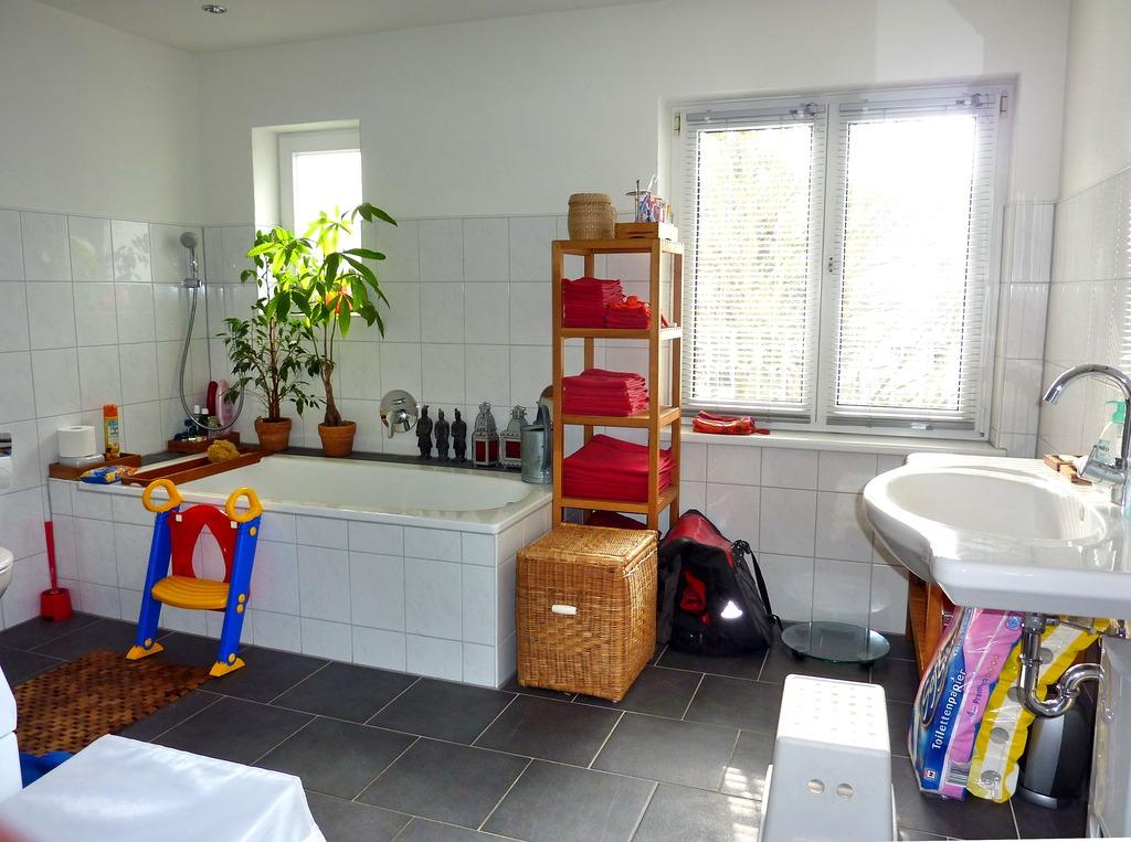... Badezimmer (Teilansicht) ...