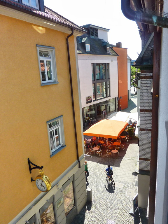 Ausblick Wohnzimmer Richtung Bachstrasse Wohnungsgrundriss
