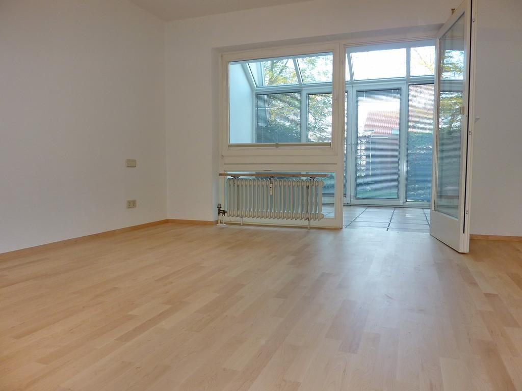 naturnah wohnen in ravensburg s d einfam bungalow in sickenried mit sch n angelegtem garten. Black Bedroom Furniture Sets. Home Design Ideas