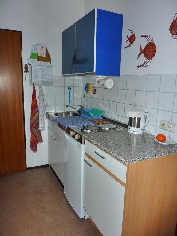 1 ½ -Zimmer-Wohnung mit großer (Dach-)Terrasse in Baienfurt ... | {Einbauküchenzeile 13}