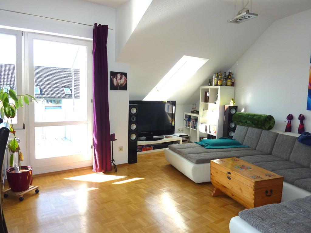 Moderne 4 Zi.-Dachgeschoß-Wohnung mit Balkon und Aussicht in ...