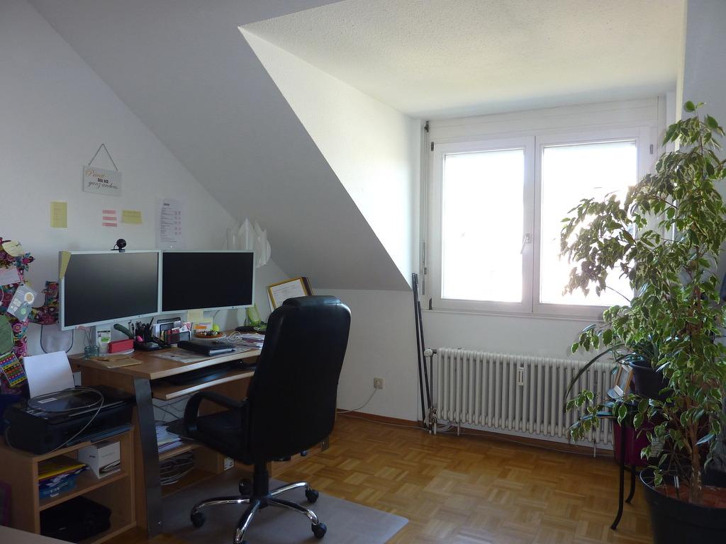 Moderne 4 zi. dachgeschoß wohnung mit balkon und aussicht in ...