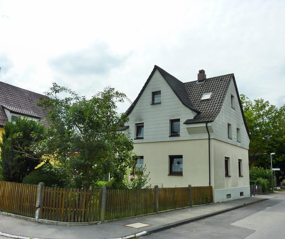 Haus Weingarten: Freistehendes 1- Bis 2-Familienhaus Mit Schönem Garten