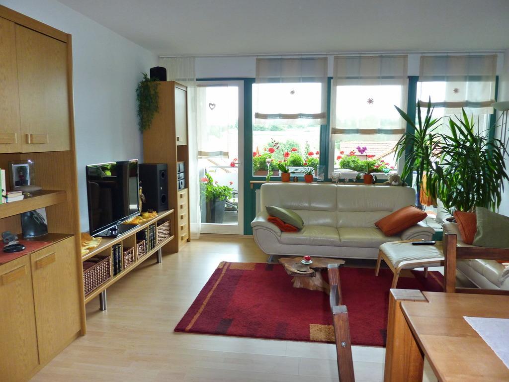 """Sehr gepflegte 2 ½ -Zimmer-Wohnung mit Balkon in """"grüner"""