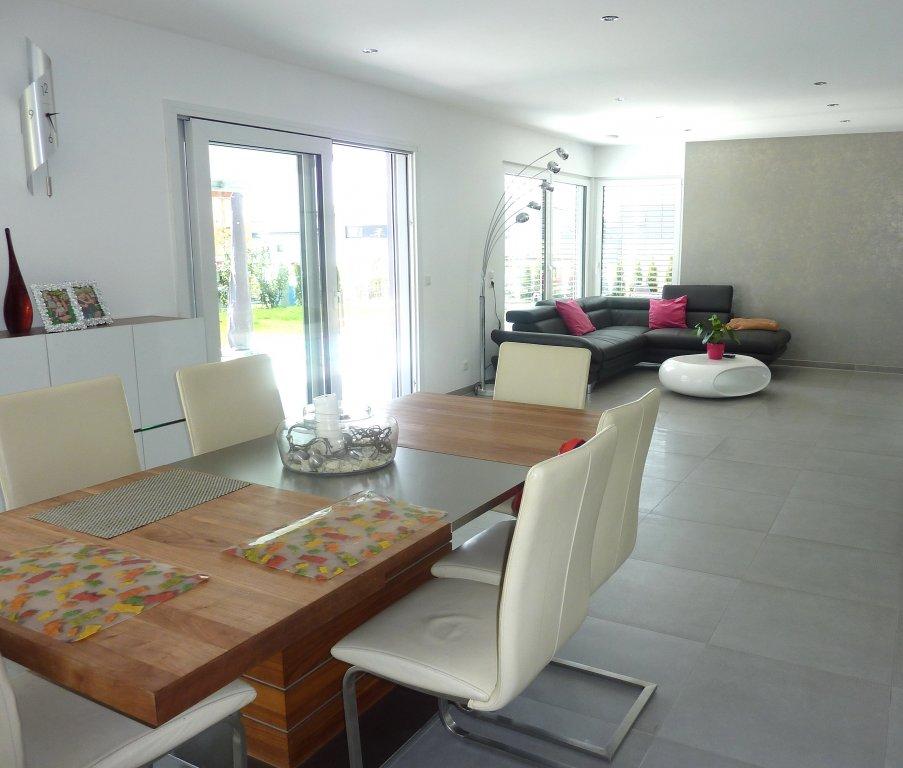 Top modern top ausgestattetes und fast neues for Einfamilienhaus mit doppelgarage modern