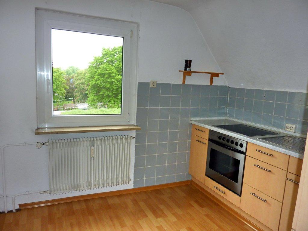 old style wohnen kleine einfache 2 zi dachgescho. Black Bedroom Furniture Sets. Home Design Ideas